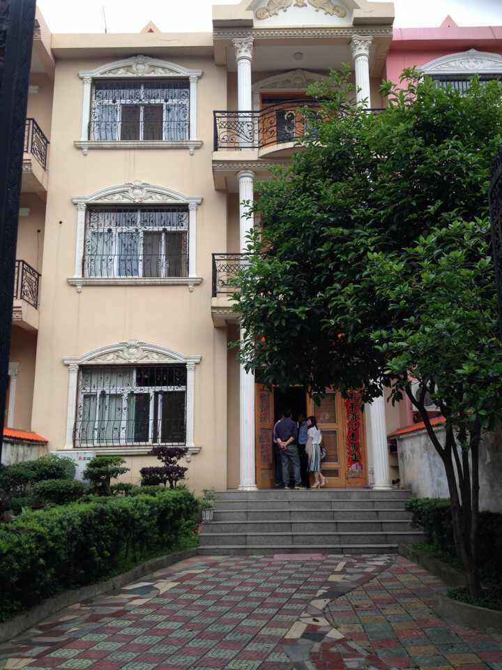 三间三层欧式小别墅